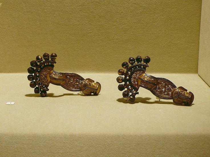 Langobardic fibulae brooches. Cividale del Friuli, Museo Archeologico Nazionale, langobardische Fibeln @Jess Pearl Liu zheng.wikipedia.org
