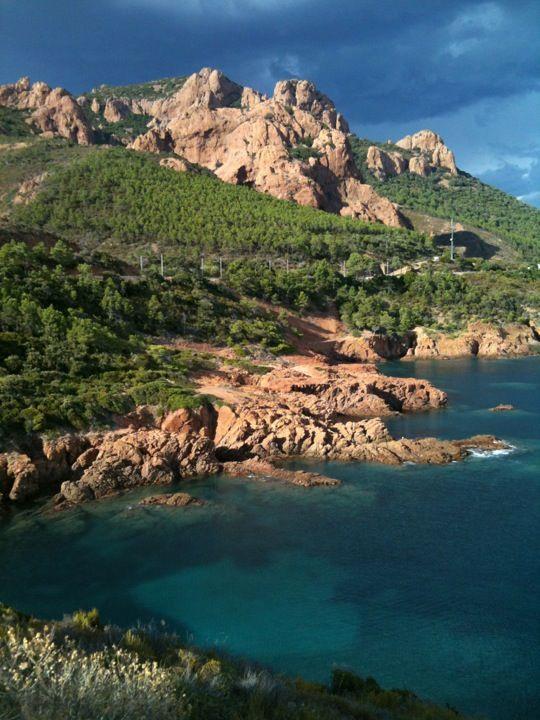 Massif de l'Esterel has beautiful hiking trails, Cannes, France