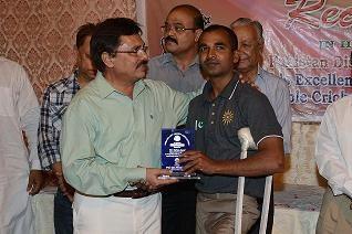 Administrator Korangi Town giving Shield to Farhan Saeed