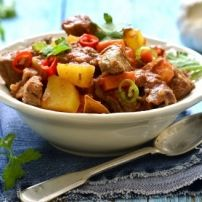 Een origineel recept van mijn Indische schoonmoeder; lekker zoet-pedis en kruidig! Geschikt als (bij)gerecht bij de Indische rijsttafel.