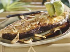 Knoblauch-Heilbutt ist ein Rezept mit frischen Zutaten aus der Kategorie Meerwasserfisch. Probieren Sie dieses und weitere Rezepte von EAT SMARTER!