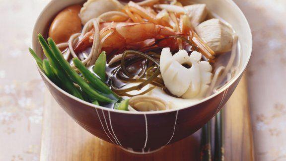 Rezept: Meeresfrüchtesuppe mit Sobanudeln auf japanische Art