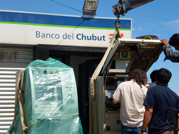El Banco del Chubut instala nuevos cajeros automáticos http://www.ambitosur.com.ar/el-banco-del-chubut-instala-nuevos-cajeros-automaticos/ Como parte de su plan de renovación y expansión de la red, la entidad provincial los habilitará próximamente en Comodoro, Trelew y 28 de Julio.   El Banco del Chubut continúa con el plan de renovación y expansión de la red de cajeros automáticos en distintos puntos de la provincia, por lo