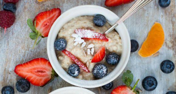 EIn schnelles, kalorienarmes und ballaststoffreiches Frühstück: Das Haferkleie Frühstück ist ideal für die DIätphase.