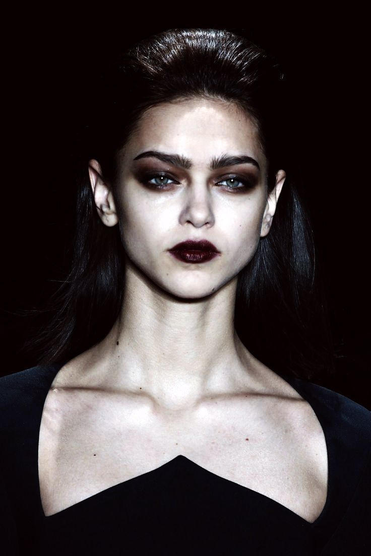 Her entire demeanor drips in darkness, and like the plague that sweeps her lands, her eyes only hold Black Death. New Queen of the Unseelie lands