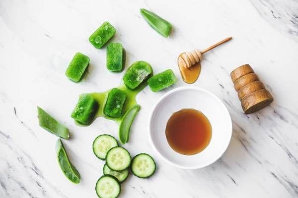 Bạn đã biết cách xóa nếp nhăn bằng nha đam chưa?  http://www.chamsocdaskincare.com/ban-da-biet-cach-xoa-nep-nhan-bang-nha-dam-chua.html