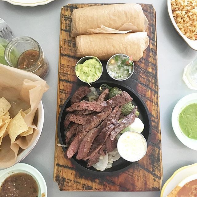 While we were at the @avaloninsider this past weekend, we ate dinner at @theelfelix and tried their skirt steak fajitas. AH-mazing! And their guac is out-of-this-world. #elfelix #Avalon #alpharetta #texmex #guac #guacamole #steak #atlanta #food #foodporn #yummy