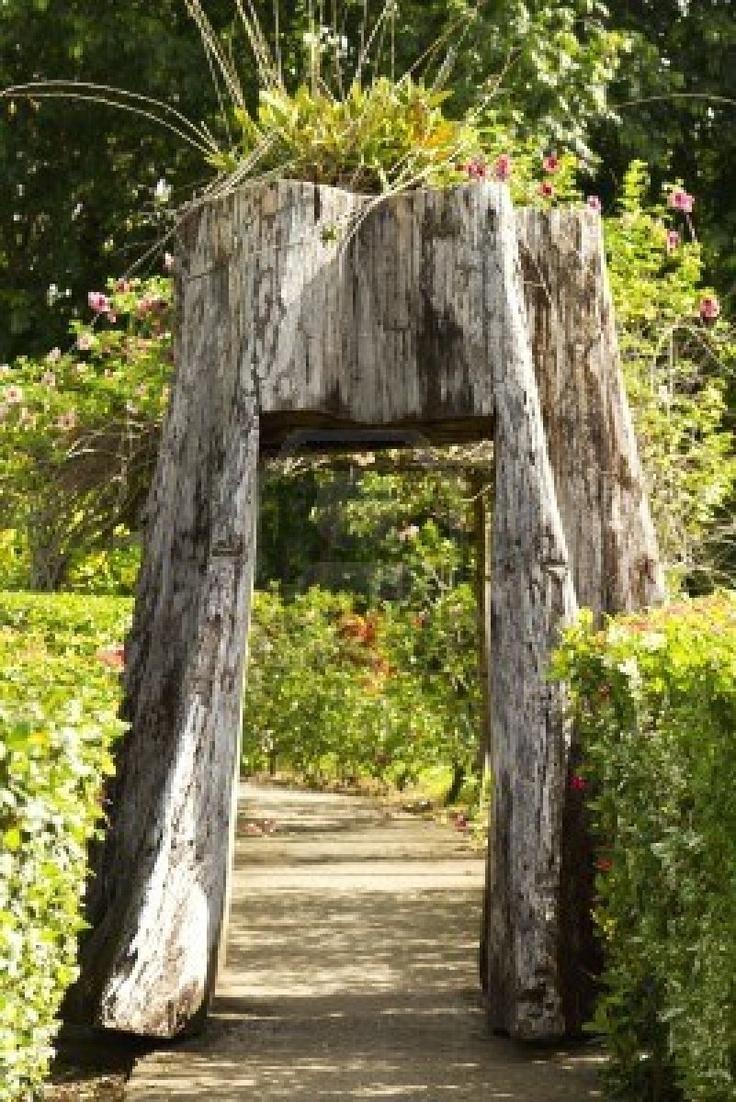 Outdoor tree stump ideas - Tunnel Carved Garden Gate Planter Tree Stump Love
