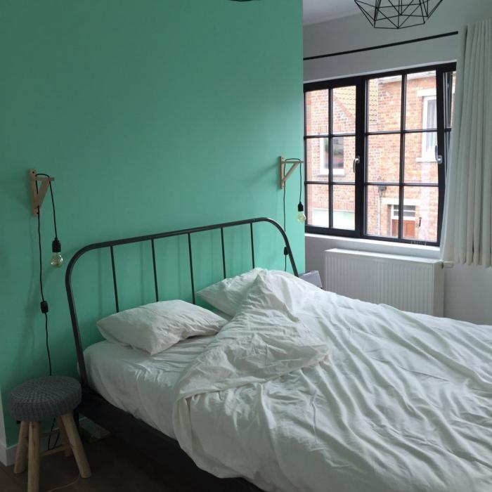 Voor & na | Benedict Huysentruyt - Realisatie van klanten #muntgroen #mintgreen #accentmuur #slaapkamer #inspiratie meer op www.benedict.be