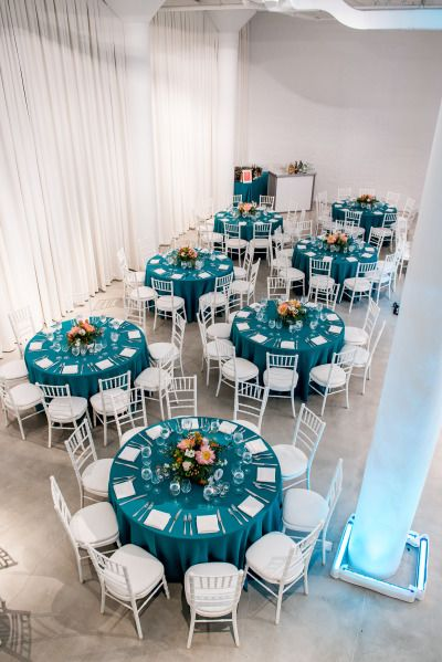 25 best ideas about teal wedding decorations on pinterest - Nappe fushia table ...