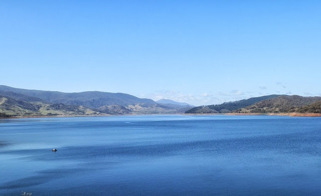 The AWESOME blue expanse of Blowering Dam, via Tumut, #NewSouthWales