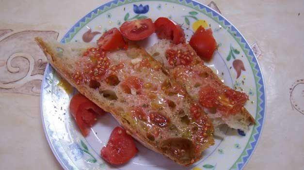Pane e pomodoro: la merenda molisana più gustosa che c'è | Molisiamo