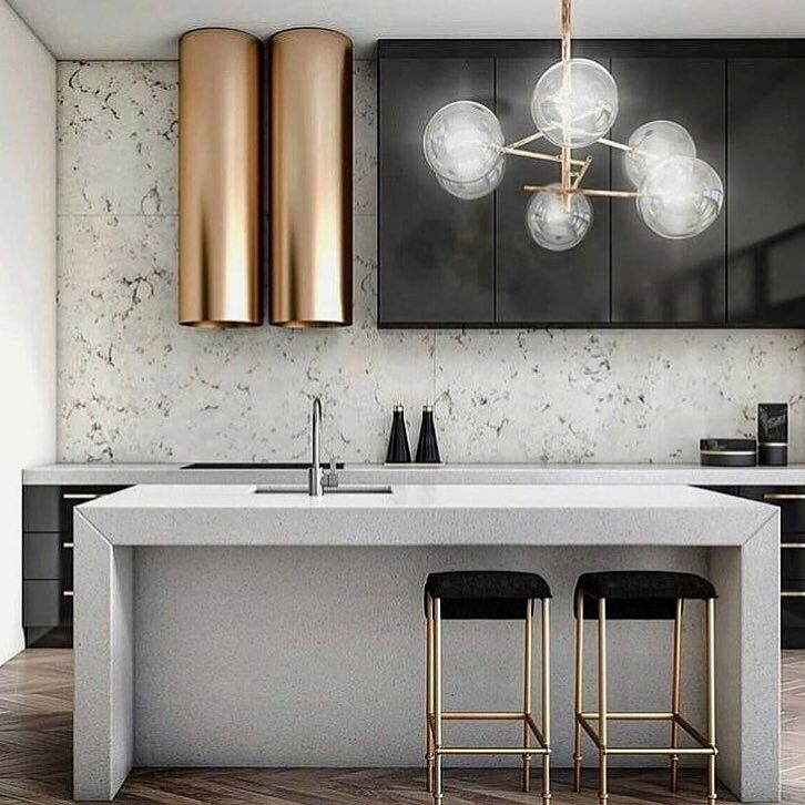 Can we take a moment to talk about this brass range hood?! ❤️ | #Regram: @jodiepatterson