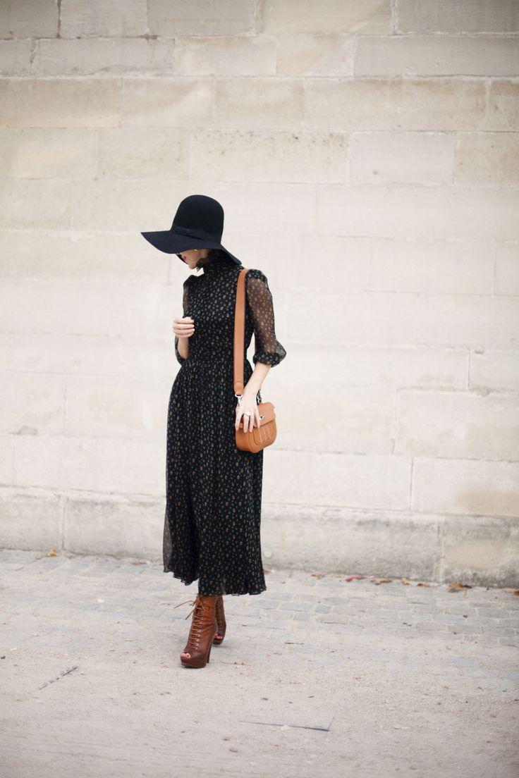 ¿NADA QUE PONERTE? Nunca subestimes el poder de un sombrero de ala ancha, nunca renuncies a la enésima versión del vestido largo y fluido: así se escriben las reglas del estilo seventies hoy.