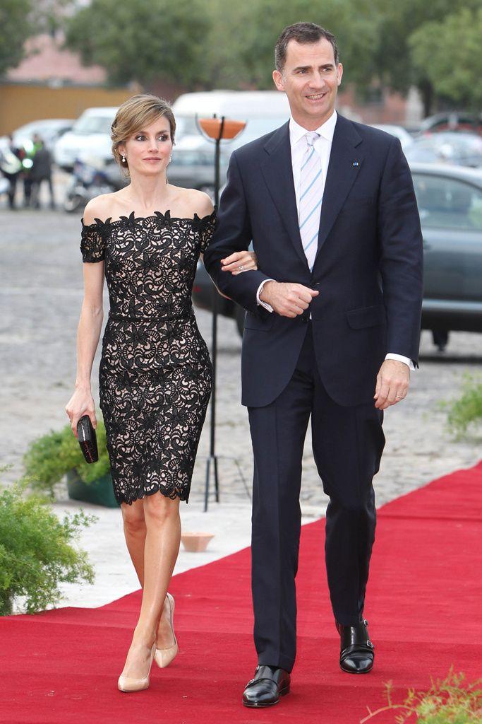 Princesa Letizia de España.... love her dress.... so chic and elegant...
