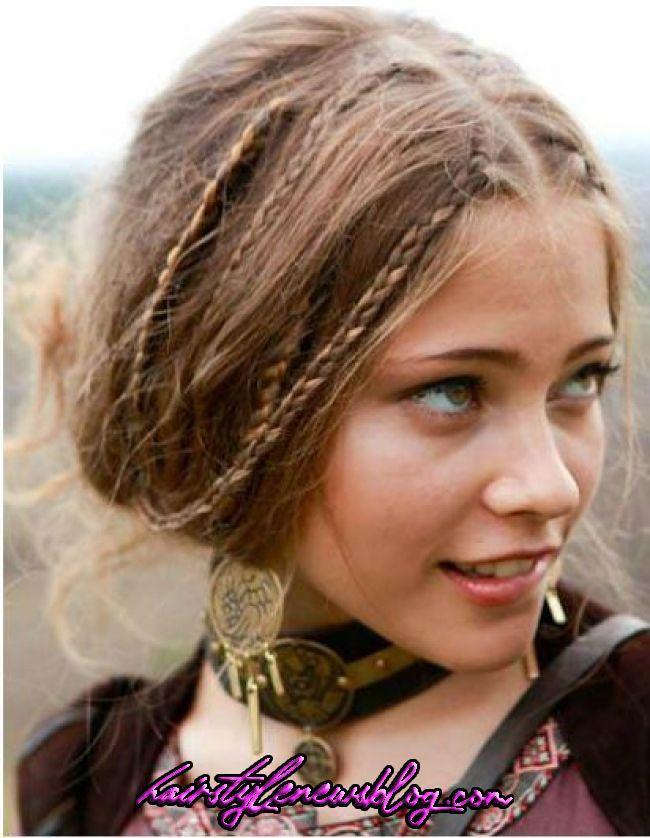 I Should Put Many Little Braids In My Hair And Lea Braids Hair Hippie Lea Put 70s Hair Medieval Hairstyl In 2020 Hair Styles Medieval Hairstyles Hippie Hair