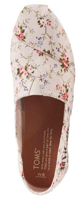 pretty floral print slip-on Toms