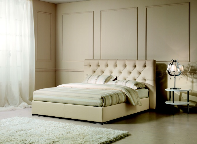 FACILE JUBILEE with #capitonné upholstered headboard, completely #handmade.   Sweet dreams are made of this! www.oggioni.it