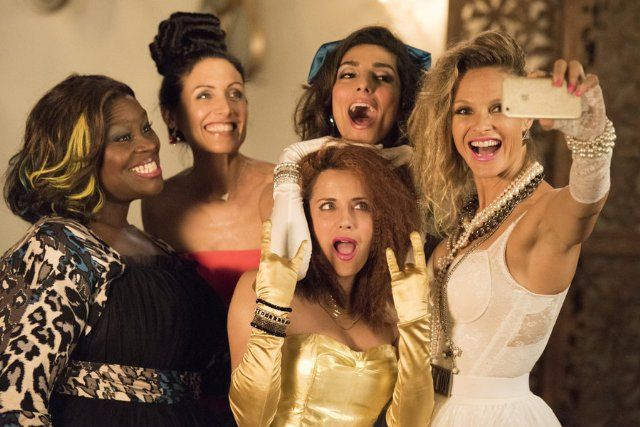 Still of Alanna Ubach, Lisa Edelstein, Retta, Beau Garrett and Necar Zadegan in Girlfriends' Guide to Divorce (2014)