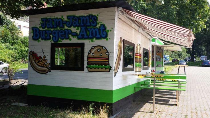 Jam Jam: Der Kultimbiss auf dem Supermarktparkplatz in Essen-Werden. Mehr auf: http://www.coolibri.de/redaktion/gastro/imbiss/jam-jam-imbiss-essen-werden.html