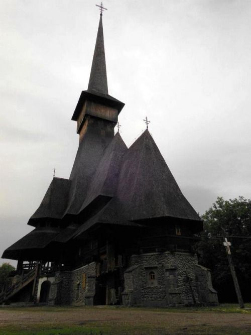 Săpânţa Peri - the tallest wooden structure in Europe not at all looming or doom laden