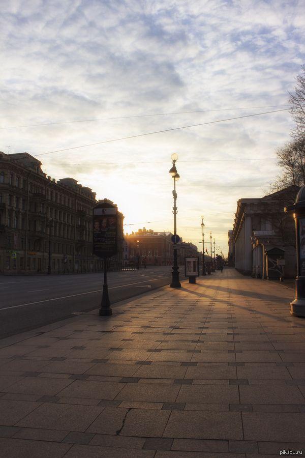 Одна из самых популярных и оживленных улиц Европы. Вы вряд ли узнаете Невский проспект в 6:00.  Санкт-Петербург, Россия, моё, Фото