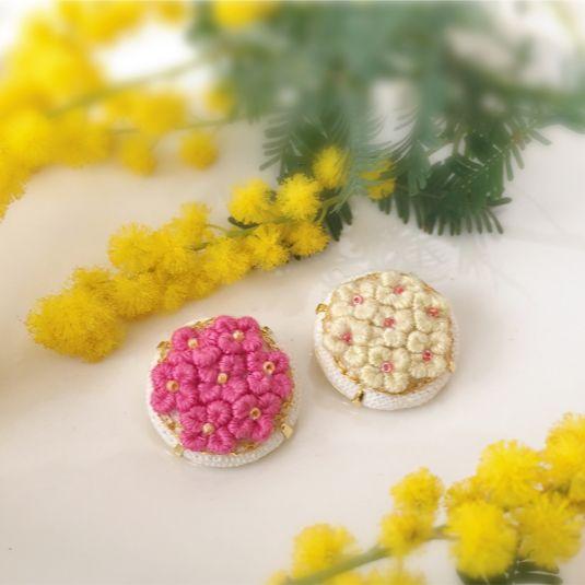 小花のブローチ(ピンク/クリーム) | ハンドメイド、手作り作品の通販 minne(ミンネ)
