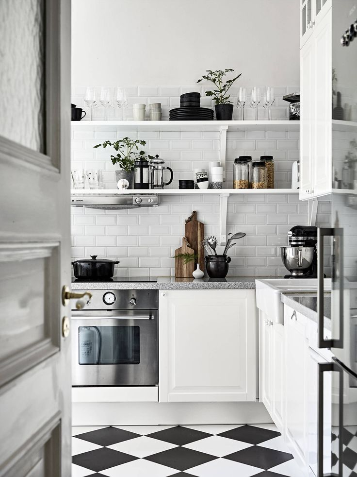 Leuchte ?ber Dusche : Sweedish Shelving in Kitchen