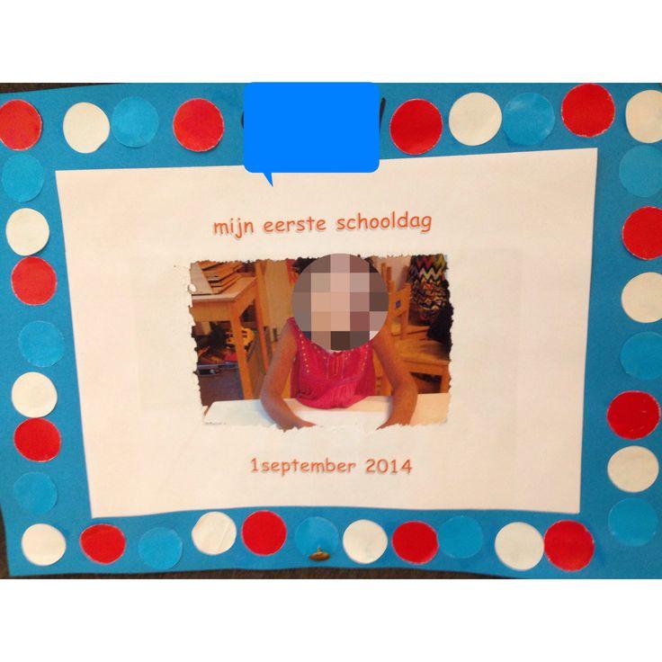 Foto genomen op eerste schooldag. Een leuk uitgeprikt lijstje met tekst eroverheen en dat dan weer op gekleurd papier. Een kleurenreeks eromheen en klaar!! Leuk voor plakboek