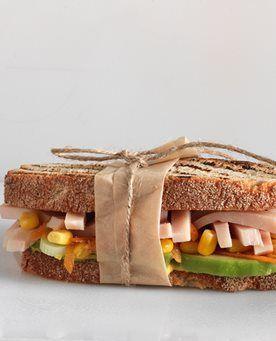 Sandwich με Εν Ελλάδι Φιλέτο Κοτόπουλο Ψητό, αβοκάντο και σαλάτα καλαμποκιού | Creta Farms