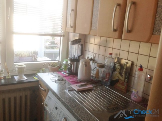 Küche in der Mitte der gut geschnittenen Wohnung.