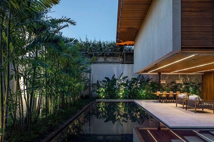 A imagem pode conter: árvore, planta, céu, casa e atividades ao ar livre