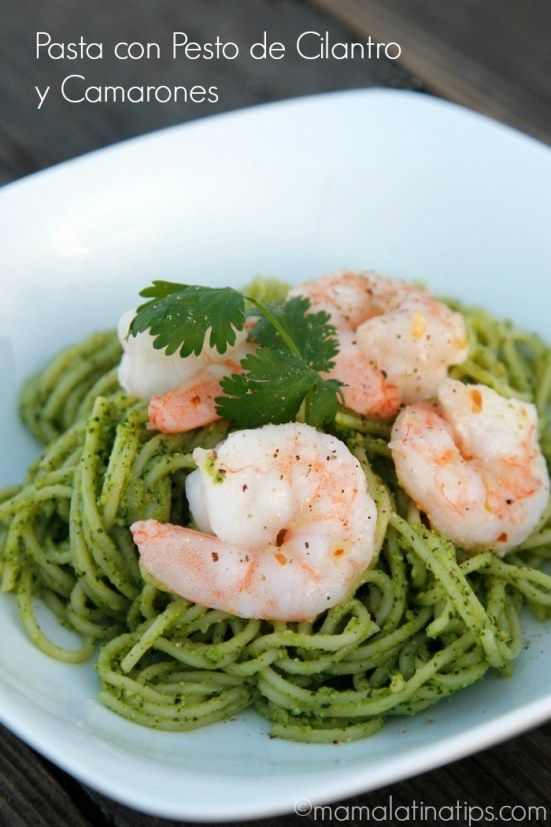 I had lots of cilantro in my fridge and cashews in my pantry, so I thought it would be a great idea to create a new pesto recipe. I combined the pesto with pasta and shrimp for a delicious meatless recipe. Pasta Al Pesto, Pesto Shrimp, Cilantro Pesto, Parmesan Pasta, Shrimp Pasta, Basil Pesto, Shrimp Recipes, Mexican Food Recipes, Salad Recipes