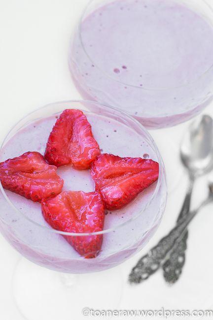 Raw strawberry panna cotta