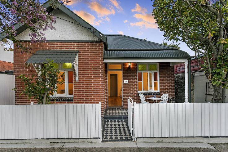 House for sale at 38 Maida Street, Lilyfield  white picket?
