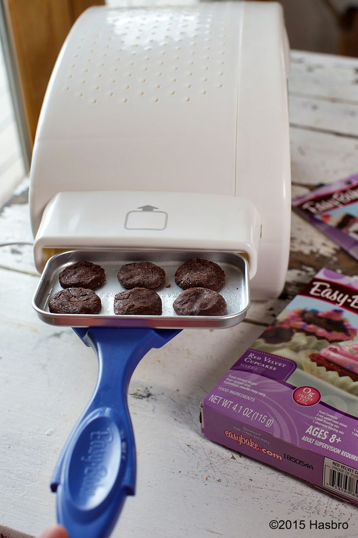 Baking sweet treats with the Easy-Bake Ultimate Oven Baking Star edition is the perfect way to spend the holidays with the family. Oven and kits each sold separately. #ad