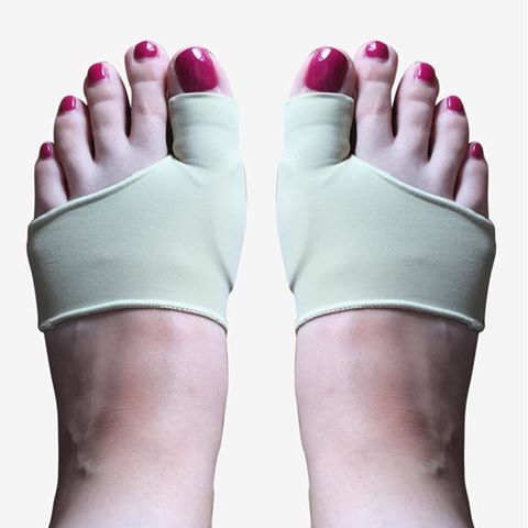 Designed for protecting the bunion from irritation, our DuraFlex Bunion Sleeve Protectors prevents the bunion from rubbing against rough surfaces when wearing any type of footwear. As a result, common bunion symptoms – sore skin, swelling, corns and calluses – are avoided. • • • Optimised for comfort and a secure fit, the sleeved design of our bunion protector ensures that there's no slippage whether they're worn with or without socks and shoes; and the stretch fabric provides a natural feel…