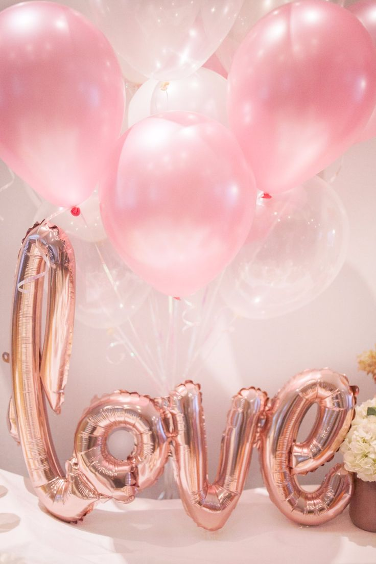 A perfect combination of soft pinks, iridescent, clear and rose gold balloons. What isn't there to LOVE?