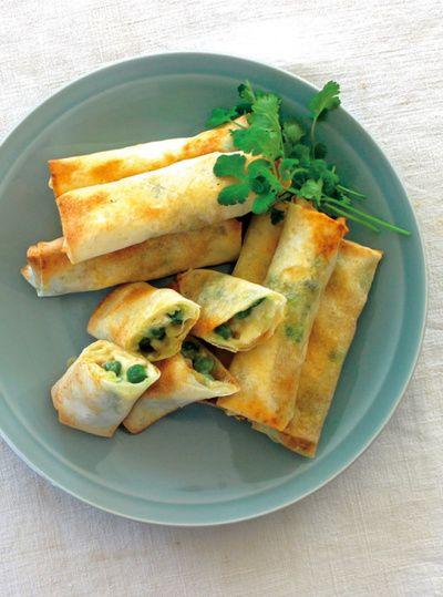 エビとグリーンピースをチーズと一緒に皮で包み、オーブントースターで焼いた春巻き