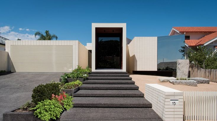 Melbourne home sits on moat of sand and features multiple-volume façade   Architecture And Design