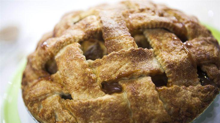 Get Magnolia Bakery's Thanksgiving pie secrets | Pumpkins, Caramel ...