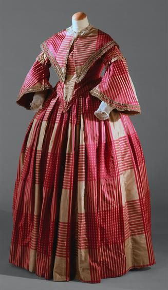 Dress, c. 1850, Museu Nacional do Traje. Earlier than my time period, but pinned for the fabric. Pretty checked pattern