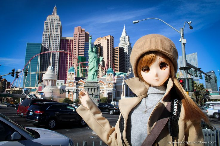 People thinks Las Vegas is just a place for gamblers. Truth is i've seen all kinds of people, even families with children, then why not a doll? a Smartdoll