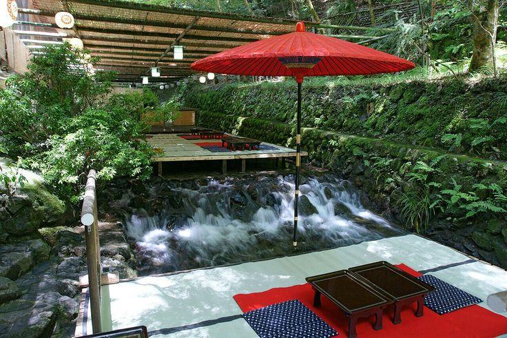 Kibune Cool breeze floor on the River. Beniya / 貴船 川床 べにや - Jpg.736x490 Wikipedia
