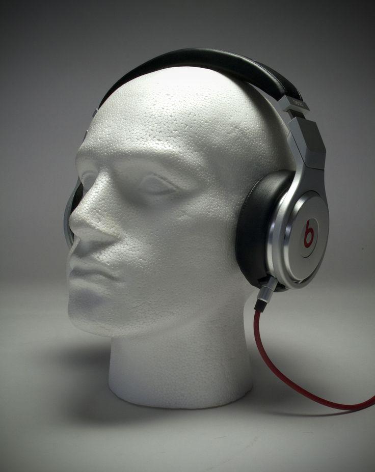 Beats by Dr. Dre - Pro A Beats Pro fejhallgatót hangmérnökök és zenészek bevonásával tervezték, hogy igazán komoly hangzásvilágot nyújtsanak: ezt használja például Will.i.am is a stúdióban. A Beats Prót úgy tervezték, hogy pontosan azt a hangzásvilágot adja vissza, amit a zene előadója megálmodott.