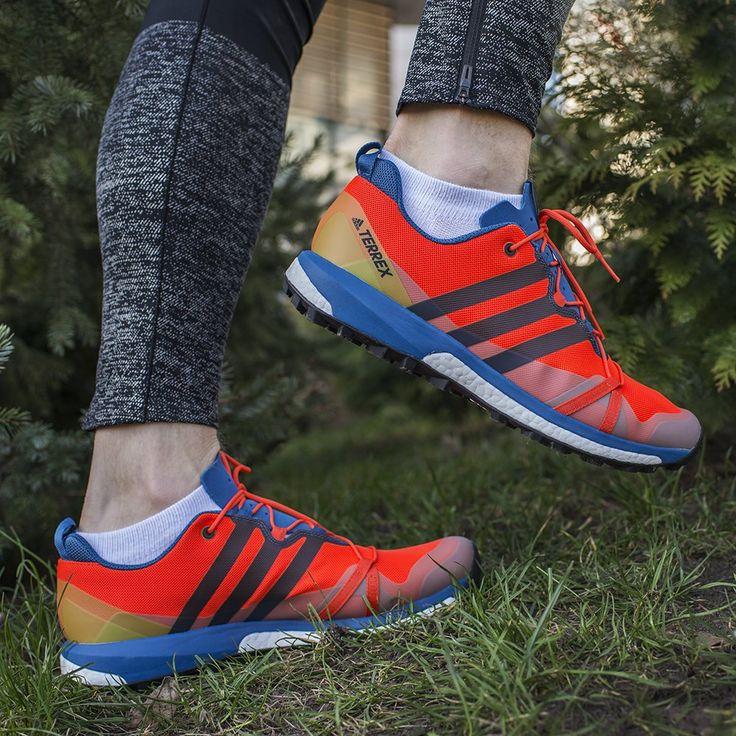 """Adidas Terrex Agravic to buty stworzone z myślą o technicznych szlakach. Dynamiczne🏃, z agresywnym bieżnikiem inspirowanym oponami od rowerów górskich """"Trail King"""" od Continental. Sprawdzą się na grząskim terenie."""