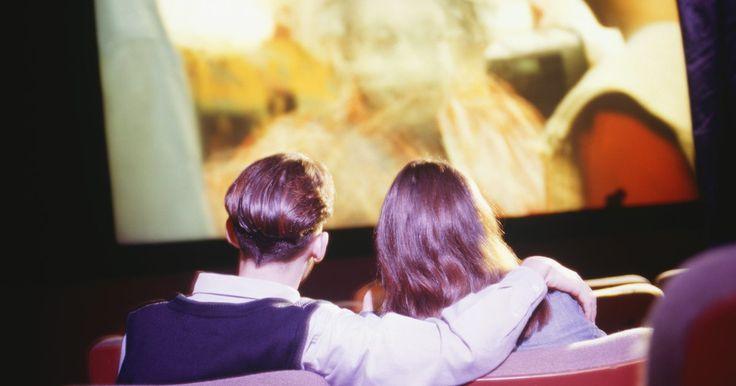 12 películas que sólo un niño de los años 80 puede amar. Los años 80 fueron clasificados por dar a luz a la peor civilización de la moda, la música y la ética que jamás se había visto. Pero un género que siempre iba en contra, incluso de los críticos, fue el de las películas, en particular la variedad del culto adolescente. Estos que se mostraban ...