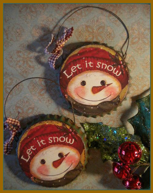 Cute little metal painted bottle cap ornies for your holiday tree