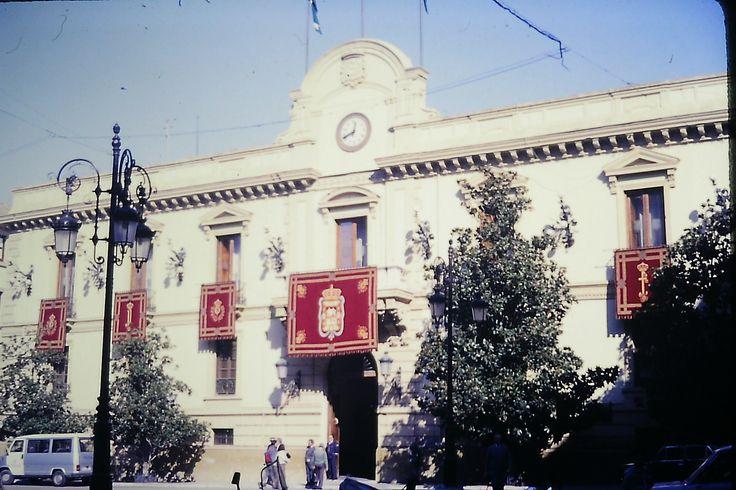 Foto histórica del Ayuntamiento de Granada a finales de la década de los 80 del siglo XX. Foto: Juan Carlos Gómez Vargas.