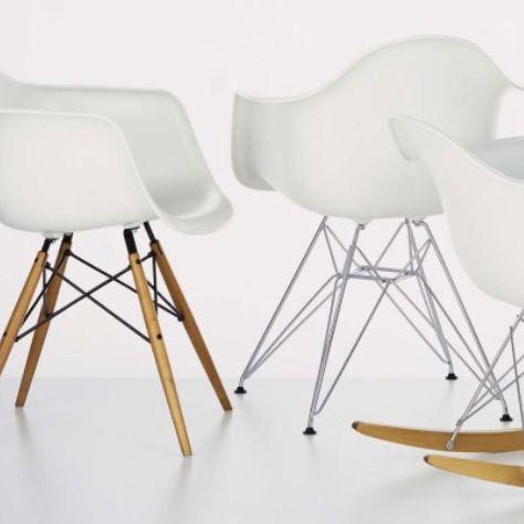Witte #stoeltjes bij #StudiovanDD #interieuradvies en #workshops woonwebwinkel
